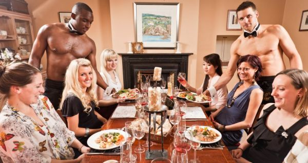 Drawing a naked guy for your bachelorette party might be a funny and original idea to entertain you and your friends during your bachelorette party ! This can take place in an elegant and private space where aprons, pads and pencils are set and where shirtless waiters are at your...