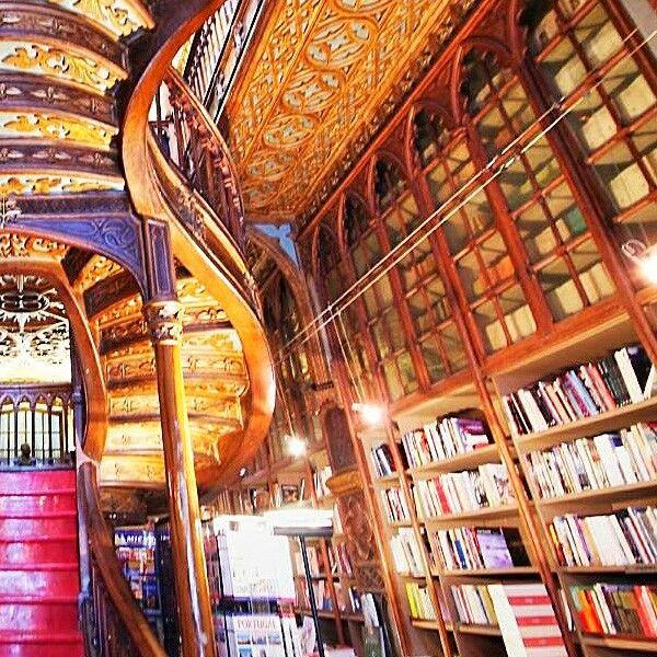 la #libreria lello di oporto è un posto bellissimo #libri #meraviglie