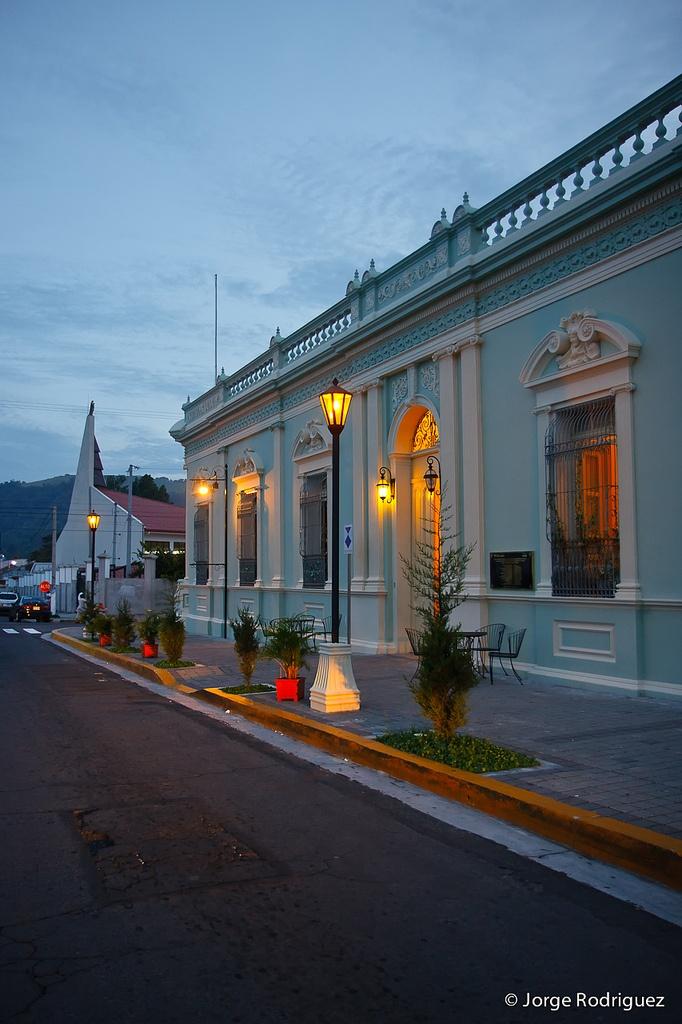 Compartiendo parte de Santa Tecla en esta imágen. #ElSalvador.
