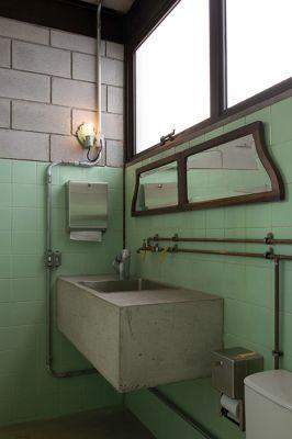 Vitor Penha -industrialchic -rústico -reuso de design -iluminação  - banheiro  - bancada de concreto  -tubulação aparente -exposed pipes  -rustic -lightning -bathroom  -concrete counter
