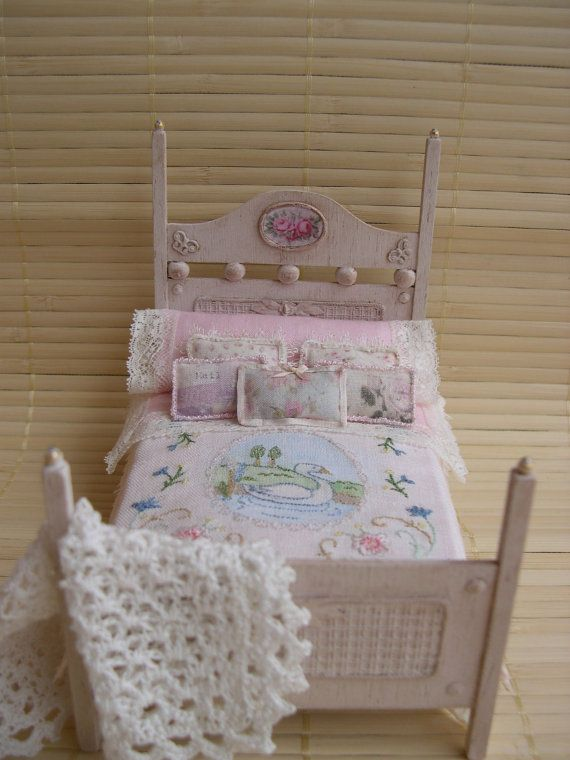 QUIETLY dollhouse miniatures bed with by Cantimpalominiaturas