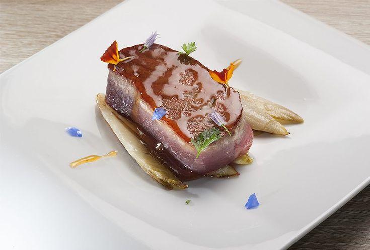5 Luigi Pomata foto Paolo Picciotto per Italian Gourmet Entrecote di tonno con indivia brasata al miele di cardo