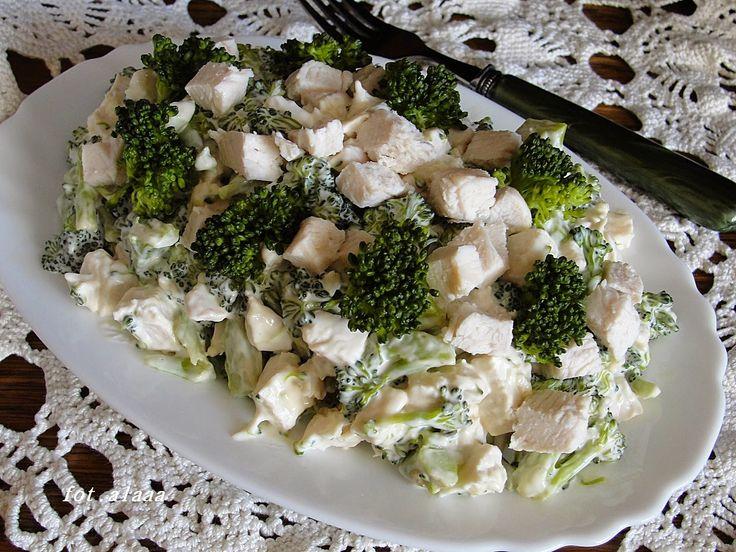 Ala piecze i gotuje: Sałatka brokułowa z kurczakiem