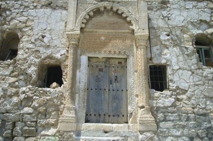 Ermenilerin geçmişte yoğun olarak yaşadıkları kentlerden Siirt'te, şimdilerde kültürel varlıklarından başka göze çarpan bir şey bulunmuyor.ANF bz