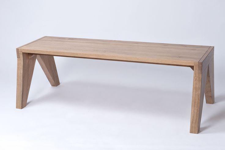 originální dřevěná lavička o rozměrech d x h x v: 1200 x 485 x 395 mm.