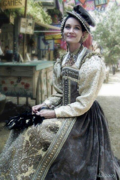 Elizabethan gown by Oldeworldwear.com Olde World Wear is also a shop at the Minnesota Renaissance Festival