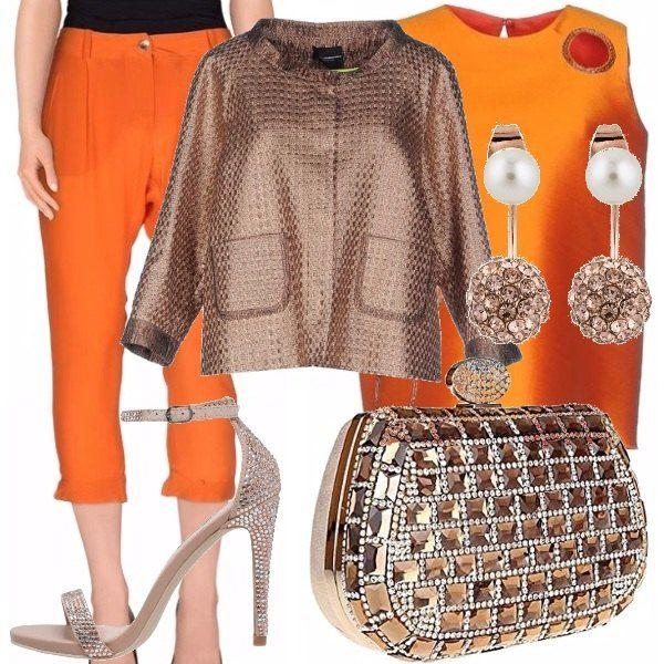 Outfit adatto a una cerimonia di giorno ma anche di sera, con un bellissimo pantalone stile capri color arancio, top scollato dietro, giacca color bronzo, sandali con tacco alto e strass, pochette dello stesso colore con pietre e strass!