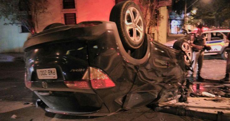 Suspeito de roubo capota carro durante fuga em Belo Horizonte