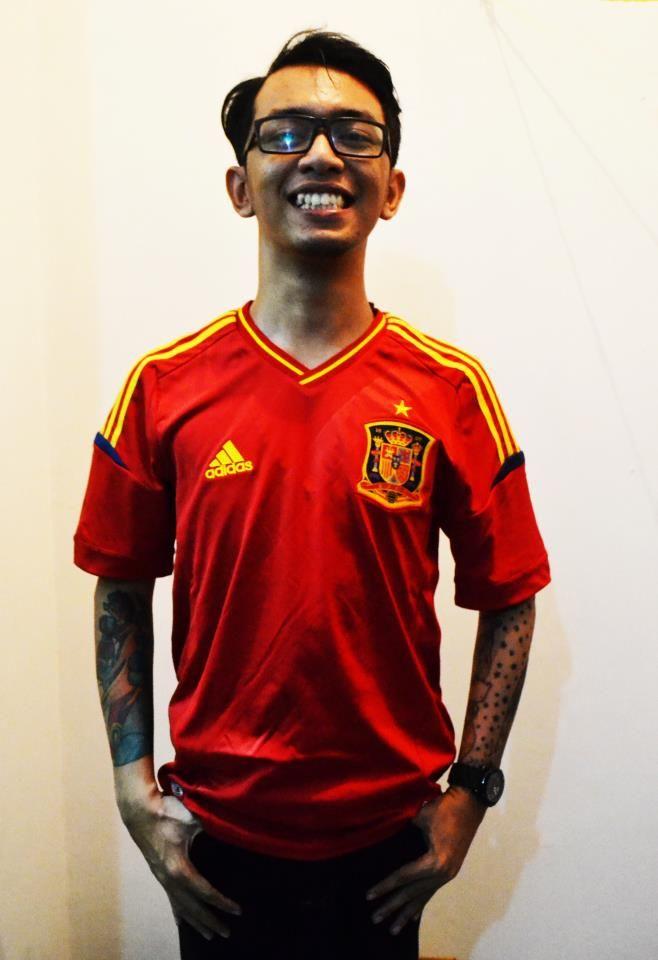 Jersey baru dan agak lama ketika Spanyol juara eropa 2012 :)