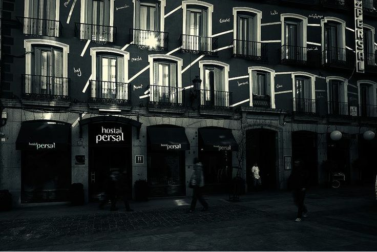 Hostal Persal is located in the famous Barrio de Las Letras district, in the historical and tourist heart of Madrid.