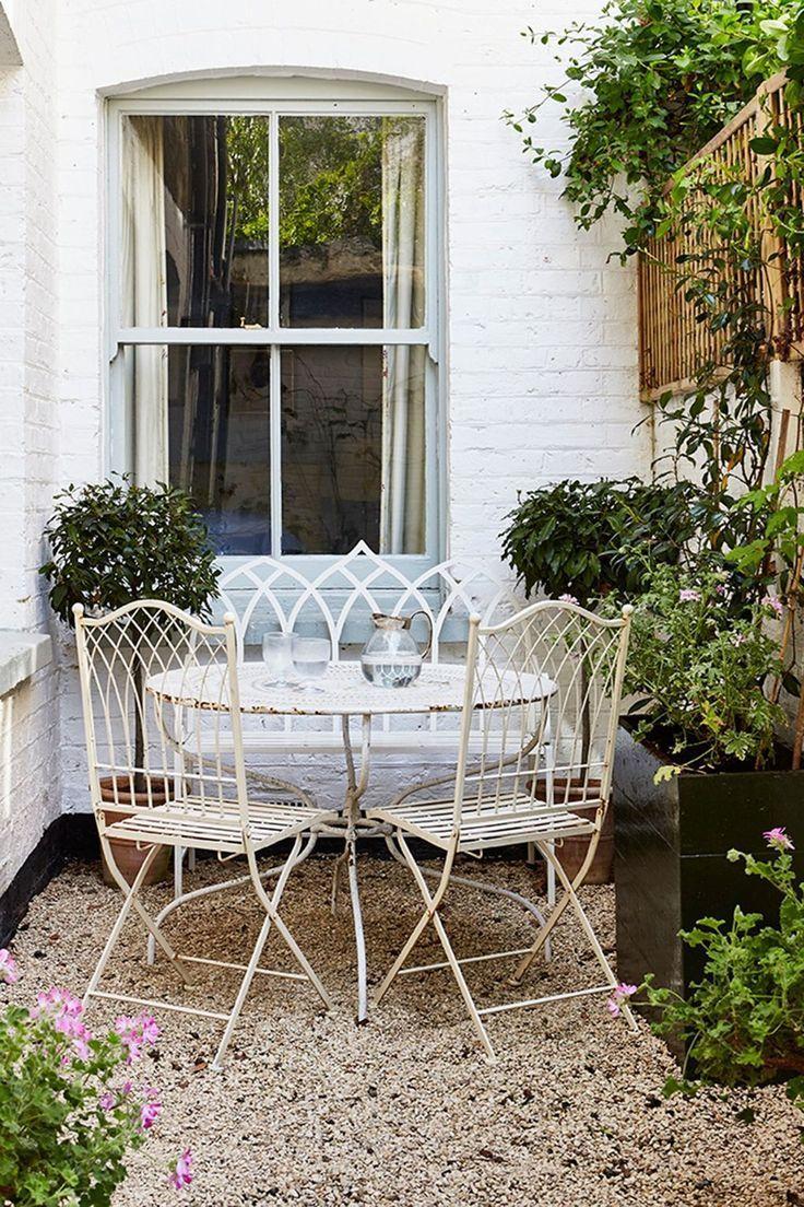 Octavia Dickinson S Battersea Flat Captures The Essence Of An English Cottage Small Cottage Garden Ideas Diy Garden Furniture Backyard Inspiration English terraced house backyard ideas