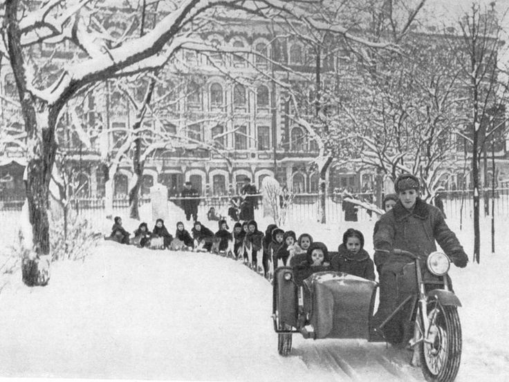Катание детей в Вологже, 1950-е