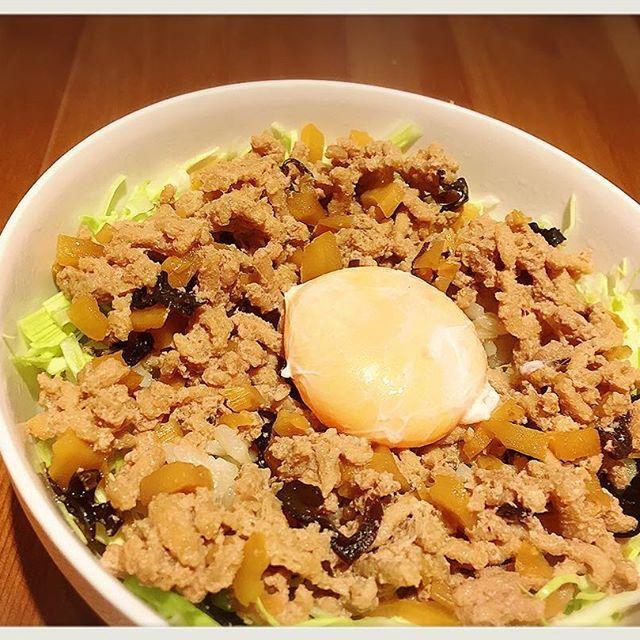2016/11/27 17:14:04 itadaki.soup.harusame 新ルーローハン… 毎度ありがとうございます!頂マーラータンです☆  今回は本場のルーローハンを研究です! 濃厚な味わいとほんのり甘さが加ったひき肉に、半熟たまごの黄身を混ぜて頂くスタイル。中華では定番のキクラゲとこれまた中国で定番の漬物、酸菜がいいアクセントになっています(^ ^) 新ルーローハンはメニュー化できるよう研究を続けますのでご期待ください(^^)/ 頂マーラータンでは ★☆忘年会、各種パーティー承っております☆★ ★☆Wi-Fi利用可能です☆★ ★☆テイクアウト出来ます☆★ #頂マーラータン #七宝 #新宿 #新大久保 #魯肉飯 #グローブ座 #薬膳 #漢方 #コラーゲン  #春雨 #美容 #中野 #ヘルシー #麻辣湯 #火鍋 #スッポン #担々麺 #健康 #マーラータン #高田馬場 #ランチ #ダイエット #池袋 #WiFi完備 #ディナー #パクチー #忘年会 #ルーローハン 頂マーラータン #健康