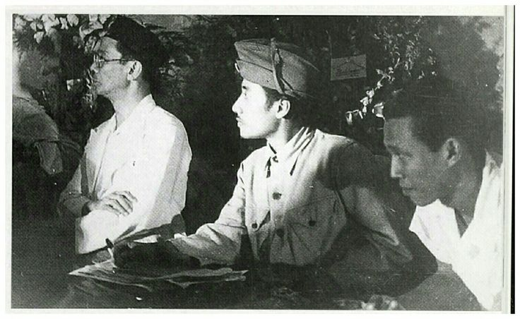 Bung Tomo, seorang tokoh pelaku perang November 1945 di Surabaya mengikuti sidang KNIP di Malang 1947.