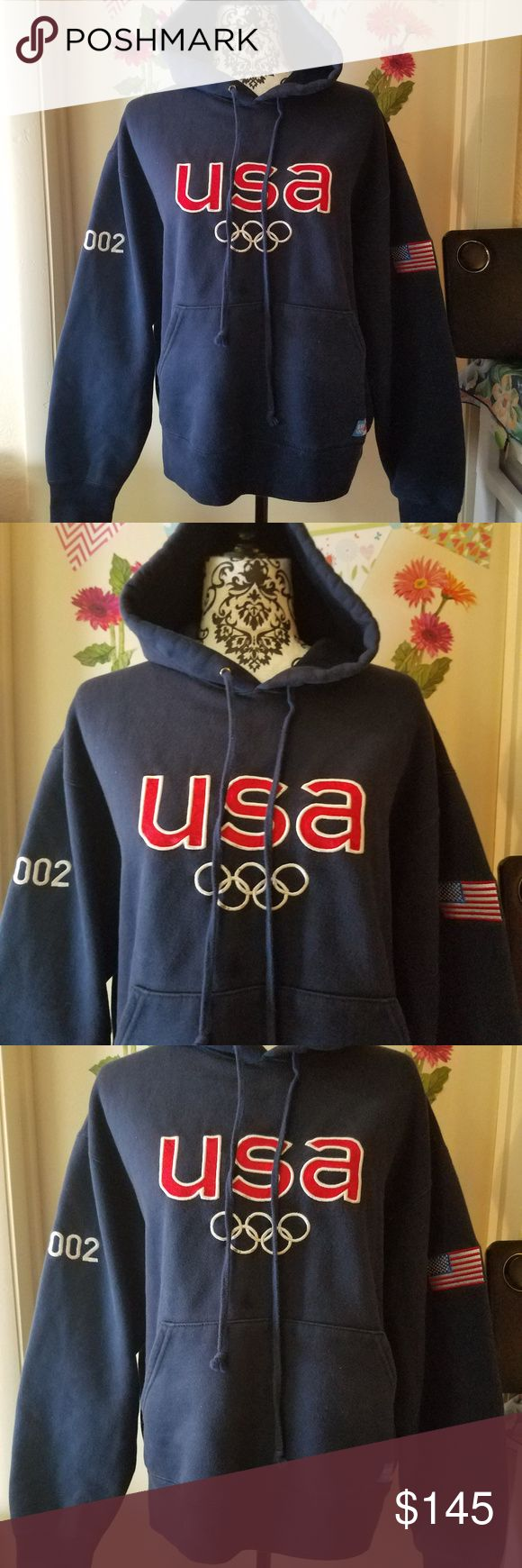 """RARE ROOTS USA Official Outfitter 2002 Olympic M RARE COLLECTIBLE ROOTS USA Official Outfitter 2002 Olympic Team Men Dark Blue Cotton M Excellent Used Condition  Beautiful fleeced long sleeve sweater, pullover   80% Cotton  20% Polyester  Measurements:  Length: 26"""" in Bust: 26"""" in  Thank you for looking!  S-T07 ROOTS Sweaters"""