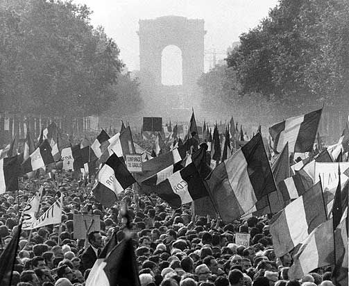 France. One million march against the protesters under the CDR (Comite de Defense de la Republique) flags, Paris, May Revolt, 1968