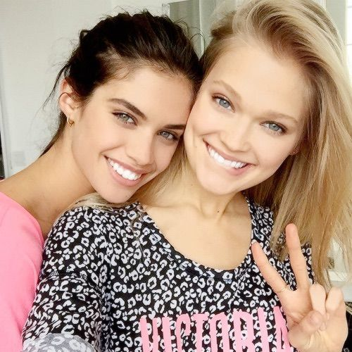 Image via We Heart It #backstage #beautiful #friends #girls #models #personal #Victoria'sSecret #selfie #sarasampaio #vitasidorkina