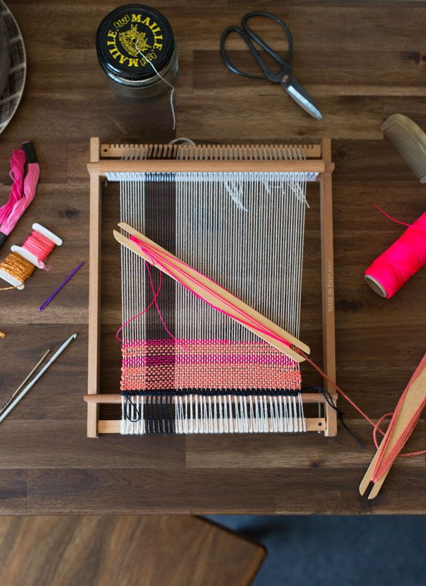 learn to weaving on a loom