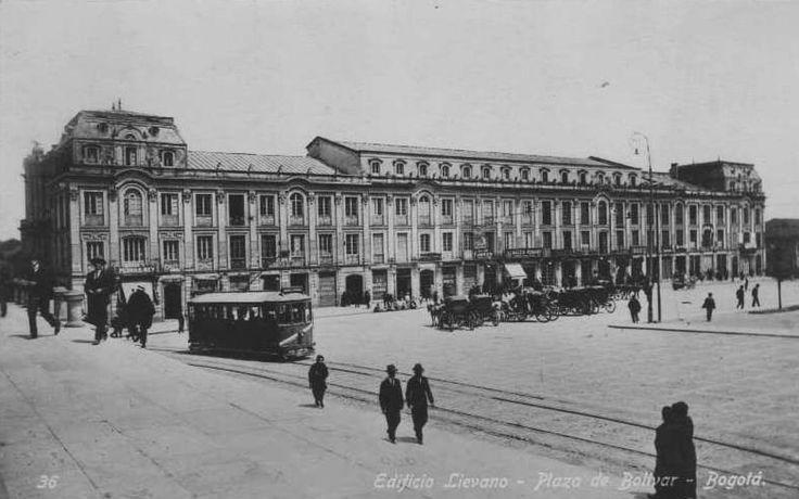Edificio de Indalecio Lievano, situado en la Plaza de Bolivar de Bogotá. El edificio estaba concebido como una combinación de oficinas y apartamentos, especialmente para agentes viajeros. Ofrecía teléfonos en todas las oficinas, servicio de lavandería y peluquería, imprenta, etc. Funcionaba también allí la primera oficina de planeación que tuvo Bogotá.