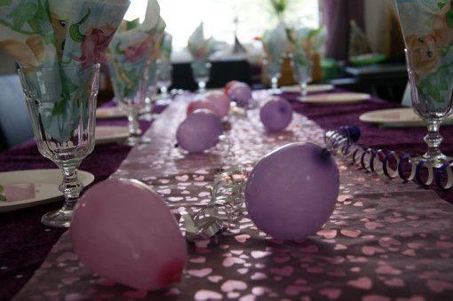 vannballonger blir søte små ballonger på bordet.