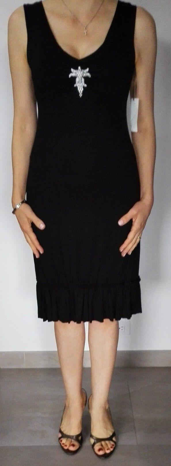 Vertigo Negro. Vestido negro, pegado al cuerpo con un pequeño escote frontal y recogido en la media pierna.