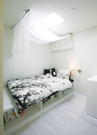 침대 아래 책장