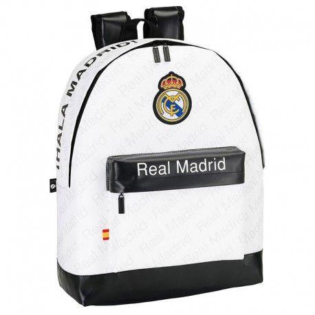 Mochila oficial del Real Madrid. Tamaño: 32,5x43x15cm. 26,93€. Descubre más #merchandising de #fútbol barato en nuestra tienda de regalos online.