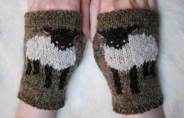 eek! baby sheepy handwarmers - i cant wait to start new projects
