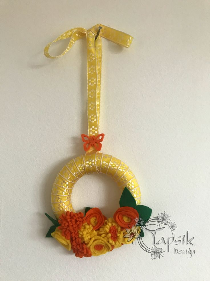Small wreath with handmade felt flowers. As a gift for making a purchase. The wreath is around 12 cm (5 inch) and about 32 cm (12 inch) long with ribbon.