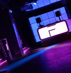 Najważniejsza w klubie Franic jest muzyka. Powita on Was autorskimi eventami , które odbywają się systematycznie.