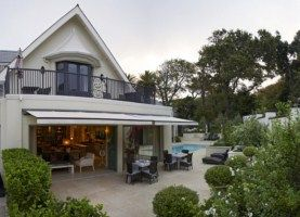 Claremont accommodation at the luxurious five star Beaumont House Boutique Guest Lodge.   http://www.south-african-hotels.com/hotels/beaumont-house/