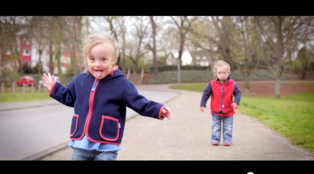 Clip «Happy» pour la journée mondiale de la Trisomie 21: probablement la plus belle version réalisée !«Happy» clip for the World Down Sy...