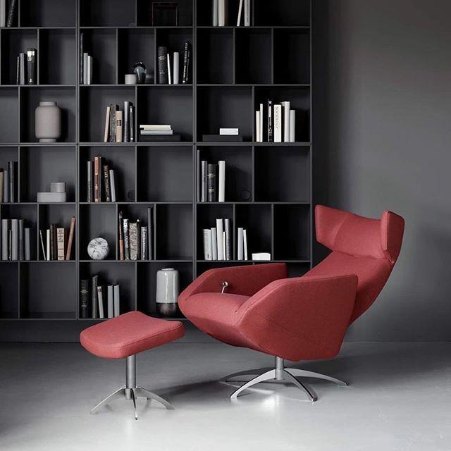 Design Sale jyllää kovana!  Tanskalaiset nojatuolit ja rahit nyt -15%. Tutustu kampanjamalleihin kotisivuillamme (linkki biossa)! #boconceptfinland #boconcept #vepsäläinen #designsale #nojatuoli #rahi #harvard #sisustus #sisustusidea #olohuone