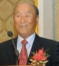 Sun Myung Moon (Korean 문선명; born Mun Yong-myeong; 25 February 1920 – 2 September 2012)[1] was a South Korean religious leader best known as the founder of the Unification Church.