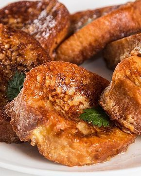 セマナ・サンタと呼ばれるカトリックの聖週間にスペインで食べられるお菓子です。見た目はフレンチトーストのようでもありますが、蜂蜜をたっぷり使い、よりジューシーな甘みが特徴です。