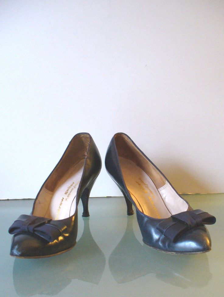 Vintage Andrew Geller Navy Blue Pumps 7B by TheOldBagOnline on Etsy