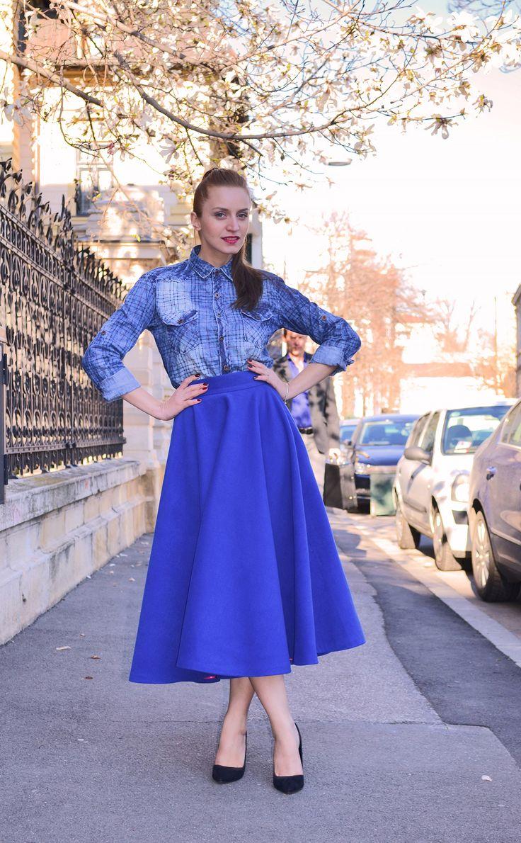 Maxi skirt street style, denim shirt