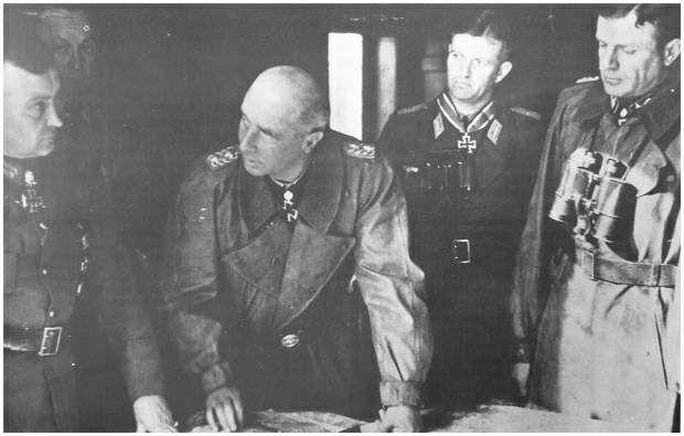 Van links naar rechts: Veldmaarschalk Model, generaal Bittrich, majoor Knaust en generaal Harmel http://www.strijdbewijs.nl/market-garden/duitsers.htm