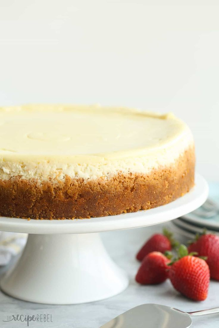 This Vanilla Cheesecake is super creamy and not as heavy as traditional baked cheesecake thanks to a good dose of sour cream -- it's soft and luscious and perfect with fresh berries! (cake in a cup slimming world)
