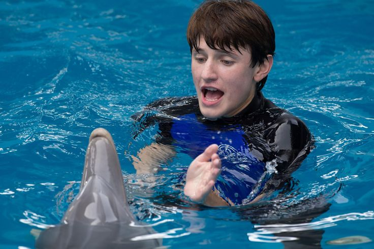 Still of Nathan Gamble in Dolphin Tale 2 (2014) http://www.movpins.com/dHQyOTc4NDYy/dolphin-tale-2-(2014)/still-3292381440