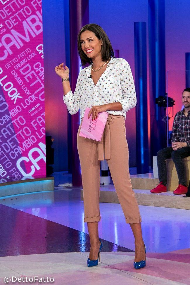 Caterina Balivo (camicia American Vintage, pantalone Kaos, scarpe Loriblu, anelli Urban Outfitters, orecchini H&M) #blueshoes #shoes