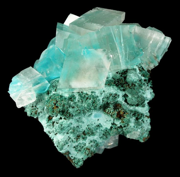 Aurichalcite (Zn,Cu)5(CO3)2(OH)6) is a carbonate mineral associated with smithsonite, malachite, azurite, and other copper and zinc carbonates.