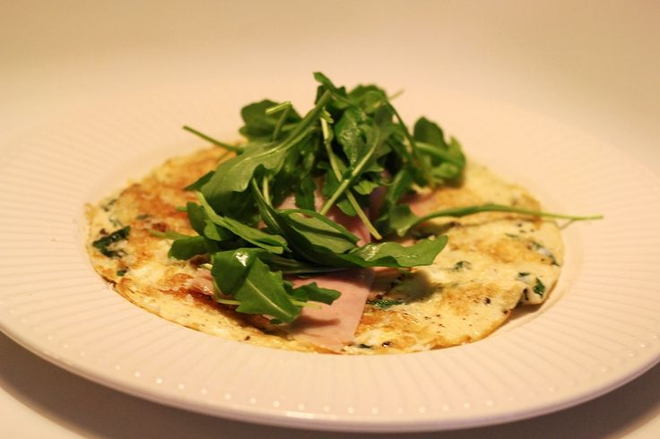 Breakfast - eggs and salad by blogliebling.dk