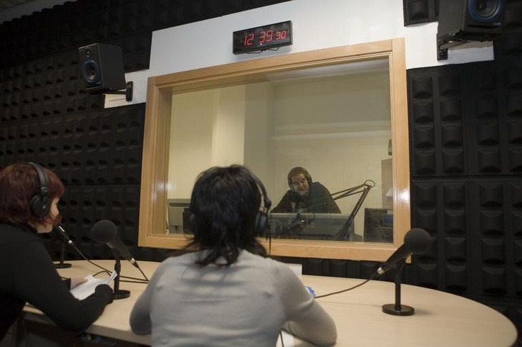 Vox UJI Ràdio, radio de la Universitat Jaume I de Castellón   Vox UJI Ràdio, ràdio de la Universitat Jaume I de Castelló www.radio.uji.es