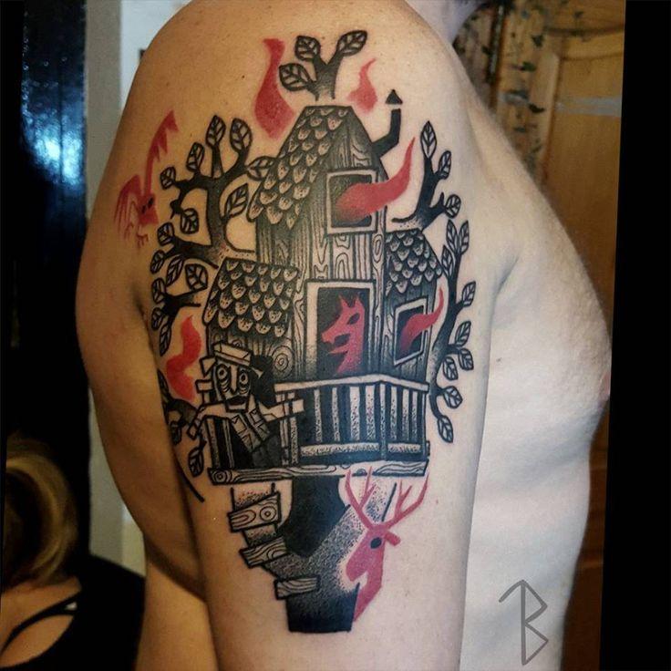 Tatuaje de una casa de árbol. Artista tatuador: Mariñe Perez