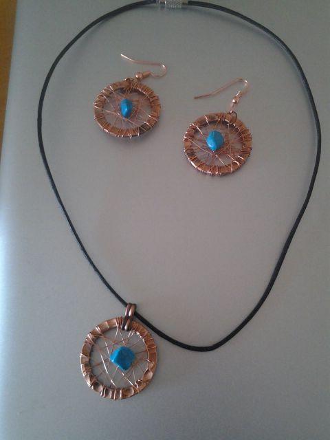 Aros y collar de cobre turquesa y cuero