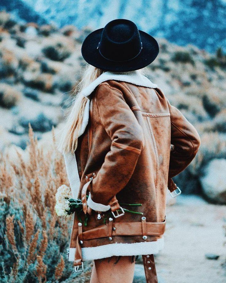 """180 Likes, 5 Comments - Melissa Soto (@_melisoto) on Instagram: """"Backpack with me. #UOonyou   @elmundodemarena . . . . #fashion #fashionista #fashionblogger…"""""""