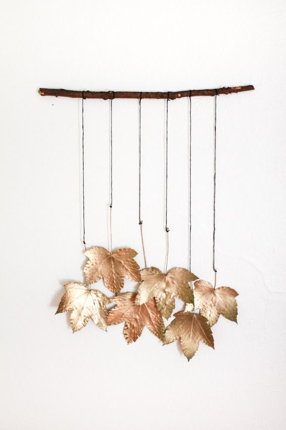 Welcome fall with this gorgeous leaf wallhanging. Simple enough to DIY in a few hours!