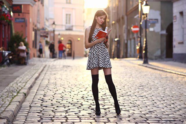 Http Www Ari Maj Com 2015 08 Czarno Biaa Sukienka Czarne Zakolanowki Html