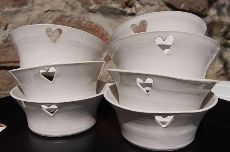 Charmiga frukostskålar från Västergårdens keramik i Göteborg. Charming breakfast bowls from West farm pottery in Gothenburg